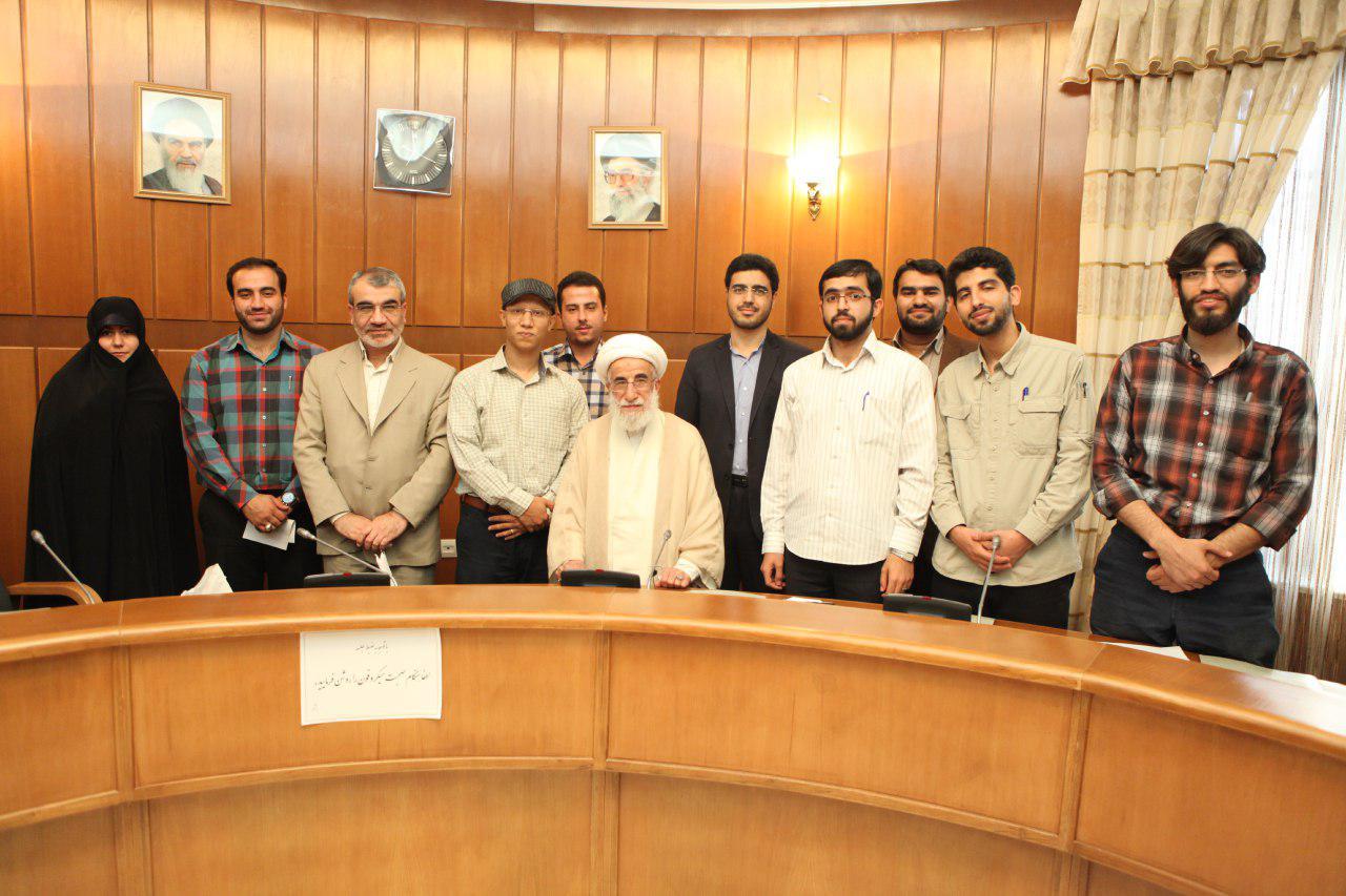 دیدار صمیمی اعضای اتحادیه انجمن اسلامی دانشجویان مستقل با آیتالله جنتی