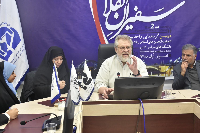 انقلاب اسلامی قلوب را تسخیر و کشورهای منطقه را با خود همراه کرد