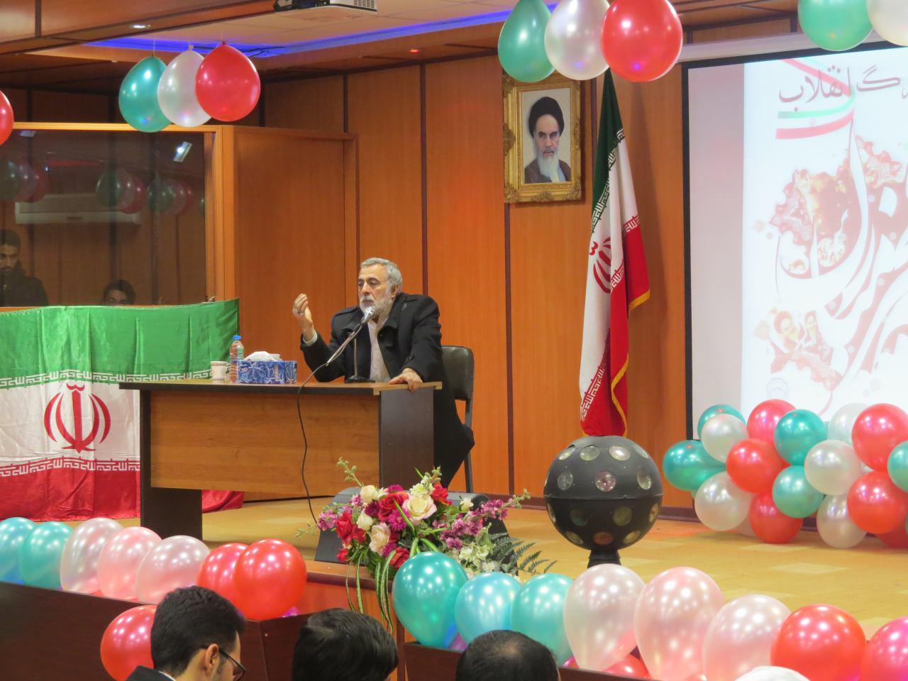 """""""جشن بزرگ انقلاب"""" در دانشگاه تفرش برگزار شد"""